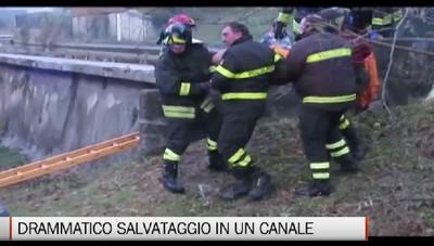 Salvataggio in un canale a Casnigo I pompieri recuperano 60enne