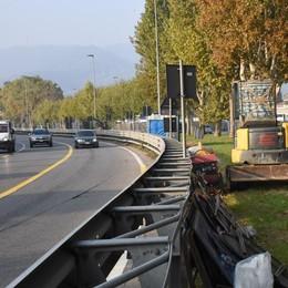 Via delle Valli, cantiere fermo «Riapriamo le corsie di marcia»