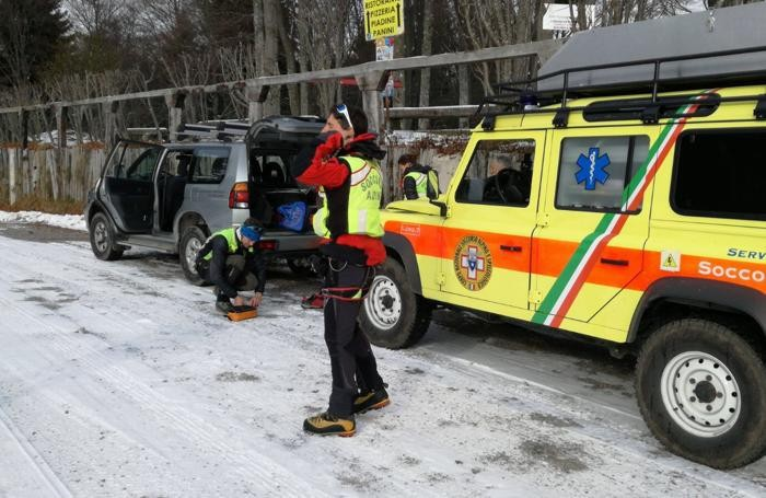 Precipita elicottero sul Monte Alben: recuperati in vita i due a bordo