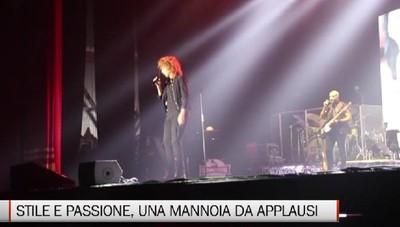 Mannoia non stanca mai, terzo concerto a Bergamo e il pubblico la ama.