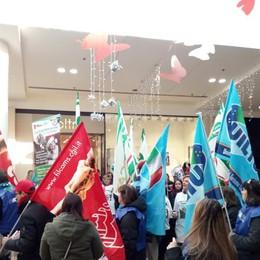 Oriocenter, i sindacati e i parlamentari: «Si riveda la legge sulle aperture festive»