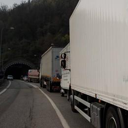 Montenegrone, cellophane in galleria Viabilità bloccata per oltre un'ora