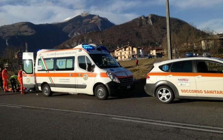 Investito da un'auto,  grave 62enne Elisoccorso in azione a Clusone