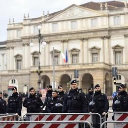 Milano, prima della Scala «blindata»  Tiepide proteste, politici (pochi) e Vip