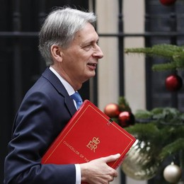 «I disabili danneggiano la produttività» Bufera   sul ministro britannico