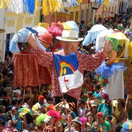 Carnevale carioca a Olinda fra pupazzi giganti e ballerine