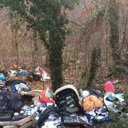 Rifiuti abbandonati nel Brembo - Foto Strade, battaglia contro gli incivili - Video