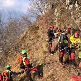 Nei boschi tra i ripidi sentieri Esercitazione di soccorso a Ponte Nossa