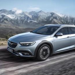 Insignia Country Tourer L'ammiraglia offroad di Opel