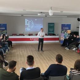Luxottica non «vede» la crisi E forma studenti a Bergamo