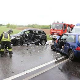 Violento scontro a Osio Sotto  Coinvolte due auto, tre feriti -Foto