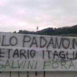 Pontida, striscione contro Salvini e scritta contro il sindaco: «Dimettiti»