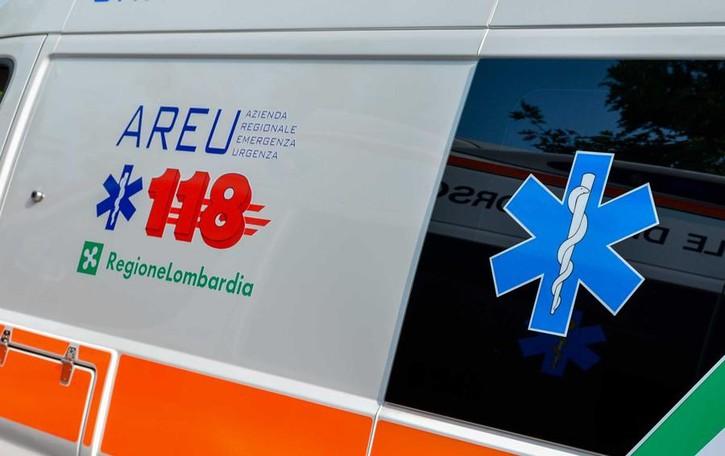 Cade in bicicletta a Carobbio In ospedale donna di 46 anni