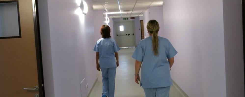 L'infermiere, figura centrale una professione difficile