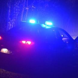 Tentano furto, trovano la famiglia a casa Bassa, caccia alla Golf nera: un arresto