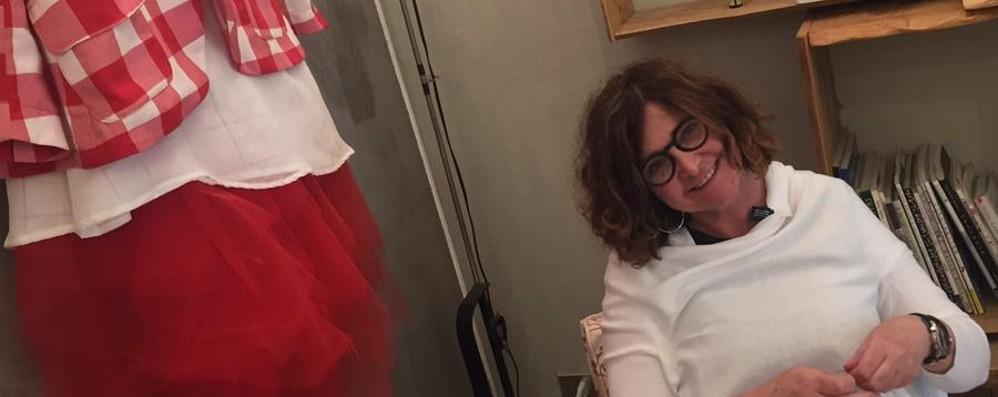 Un'«Officinae» di stoffe in via Tasso Paola: «I miei abiti? Sono felici»