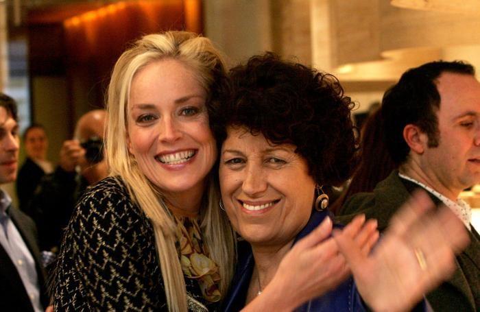 Carla Fendi con l'attrice Sharon Stone