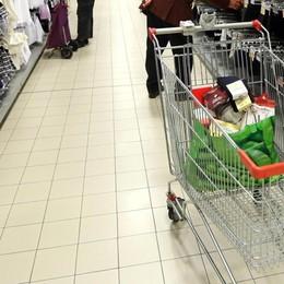 Ruba alcolici e vestiti al supermercato Era stato arrestato solo 10 giorni prima