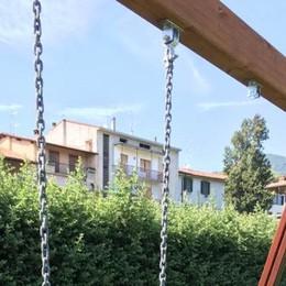 Sorisole, «armati» di chiave a stella rubano l'altalena dal parco. No comment!