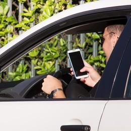 Alla guida con lo smartphone Multe in aumento del 18,1%