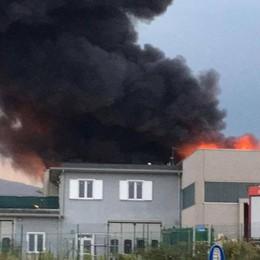 Incendio  a Bonate Sopra - Guarda il video Dieci squadre dei vigili del fuoco in azione