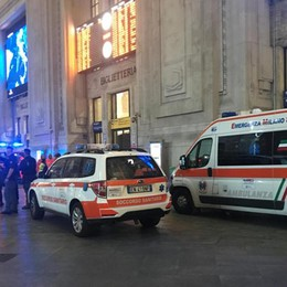 Tenta di accoltellare poliziotto in Centrale: arrestato immigrato