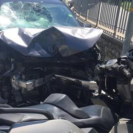Valleve, scontro frontale in scooter Muore uomo di 65 anni, ferita la moglie
