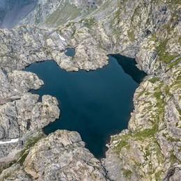 Un lago a forma di cuore sulle Orobie? C'è davvero, in Valseriana – Foto