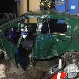 Schianto nella notte, auto contro un muro Quattro giovani feriti a Sorisole
