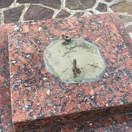 Foresto Sparso, ladri nel cimitero Statue e croci smontate dalle tombe