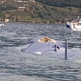 Si ribalta barca a vela di 15 metri  In salvo quattro adulti e due bambini