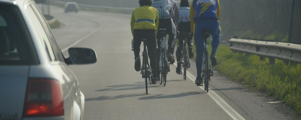 Galateo in strada? L'idea di Ferragosto: «Premi a chi in bici va in fila indiana»