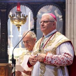 Messa gremita per l'Assunta, il vescovo: «Andare verso l'alto, con responsabilità»