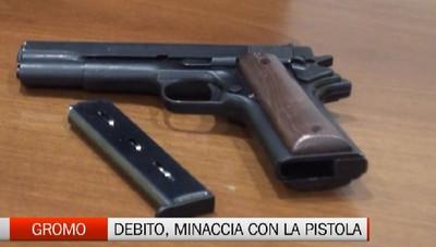 Riscuote il debito con la pistola: arrestato
