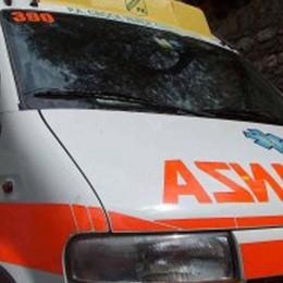 Grave incidente, auto contro moto Bergamo, code in via Baioni