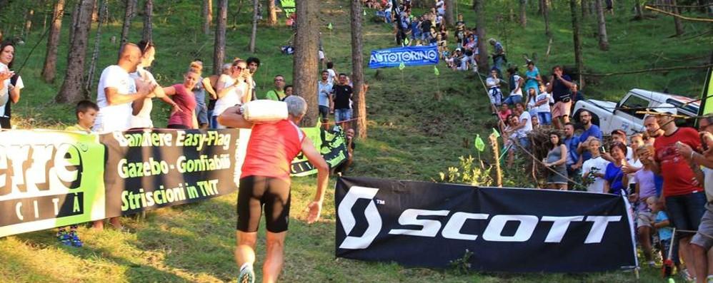 Di corsa con 25 kg di cemento in spalla A Songavazzo c'è la pazza Magüt Race