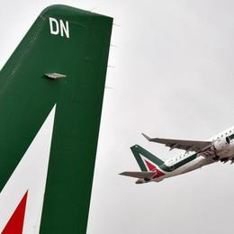 Avaria al motore per un volo Alitalia  Atterraggio d'emergenza a Cagliari
