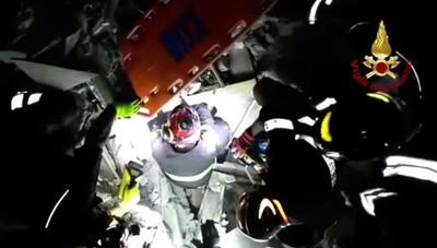 Terremoto a Ischia Neonato estratto dalle macerie