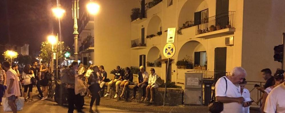 Ischia, la paura di un turista bergamasco   «Boato, blackout e la fuga dall'albergo»