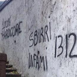 Minacce contro Polizia e carabinieri Rimosse le scritte sui muri a Sovere