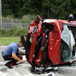 Carambola di auto a Parre - Foto Panda si ribalta: cinque feriti, uno grave