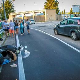 Con la moto contro un'auto Ferita bimba di 11 anni - Foto e video