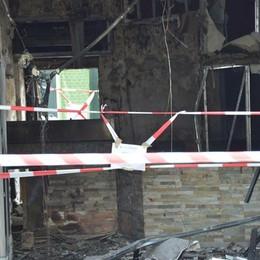 Incendio in una pizzeria a Romano Ferito il titolare: ustioni di terzo grado