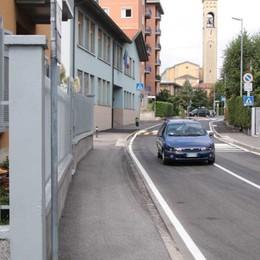 «Mi aiuti? Lo scooter non parte» Donna 60enne sfila 170 euro a 71enne