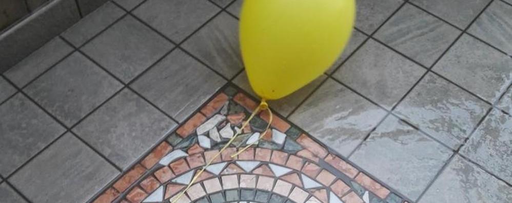 Da Brescia a Dalmine una poesia  Arriva con un palloncino giallo