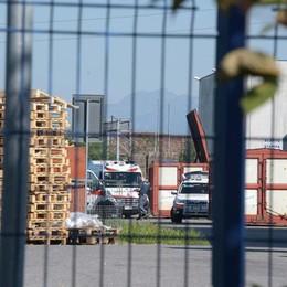 Travolta da un bancale al lavoro Ferita operaia 43enne a Treviglio