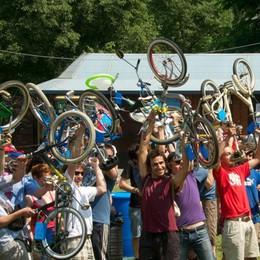 Se pedalate sulla mitica «Graziella» domenica non mancate a Valmarina
