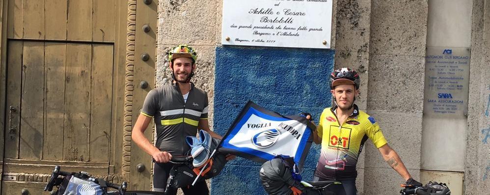 L'Atalanta pronta per Lione? Simone e Alessandro tifano in bici
