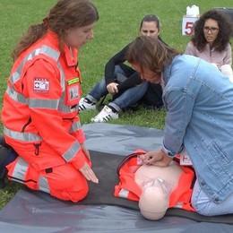 «Scuola salvavita» per 600 studenti  Si impara a usare il defibrillatore
