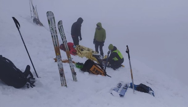 Due scialpinisti feriti sul monte Grem Scattano i soccorsi, portati in salvo -  Video